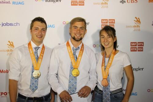 Gold für Michel Baumgartner (Mitte), Silber für Paul De Watteville (VD, li) und Bronce für Line Dorsaz, Fully (VS, re).